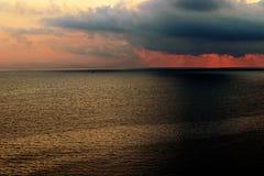 在金黄地中海的里维埃拉日出 库存图片