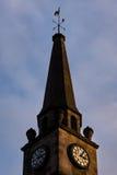 在金黄小时光下的钟楼 免版税库存图片