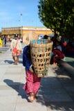 在金黄岩石站点里面的一台本机 Kyaiktiyo塔 星期一状态 缅甸 免版税库存照片