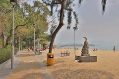在金黄海滩的晴天在屯门 免版税图库摄影