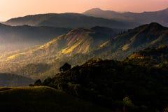 在金黄阳光期间的高山 免版税图库摄影