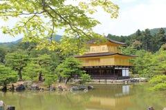 在金黄亭子的京都视图 免版税图库摄影