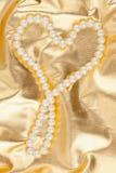 在金织品的符号心脏 免版税库存图片