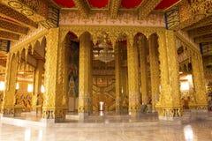 在金黄寺庙里面 免版税图库摄影