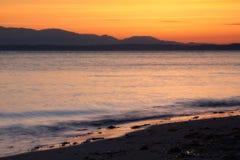 在金黄庭院海滩的日落,西雅图,华盛顿美国 免版税图库摄影