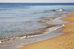 在金黄沙子的海滩 建造者 免版税库存照片