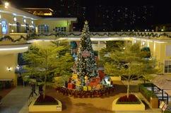 在金黄海岸广场,香港的圣诞树 库存图片