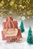 在金黄背景的垂直的圣诞节雪橇,发短信给愉快的周末 库存图片