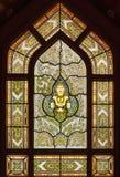 在金黄菩萨或Wat Traimit的寺庙的美丽的污迹玻璃窗 图库摄影