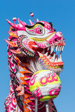 在金黄龙Parede期间的中国龙。 免版税图库摄影