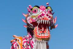 在金黄龙Parede期间的中国龙。 免版税库存图片