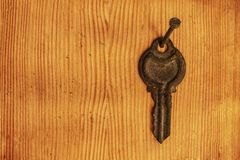 在钉子的生锈的钥匙 库存图片