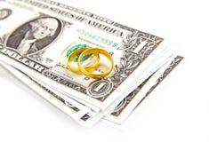在钞票的金黄圆环1美元 免版税图库摄影