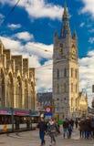 在钟楼附近的游人在跟特,比利时 库存照片