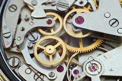 在钟表机构,概念配合的金属钝齿轮 免版税库存图片