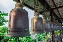 在钢垂悬的响铃 免版税库存照片