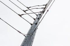 在钢塔的输电线联合 免版税图库摄影