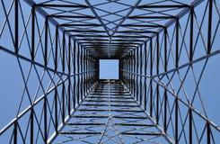 在钢塔里面的建筑 库存照片