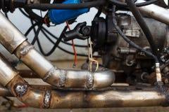 在钢排气管的被焊接的缝在摩托车 库存图片