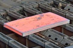 在钢铁厂里面的热的平板 库存照片