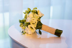 在钢琴的婚礼花束 库存照片