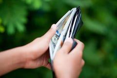 在钱包成功的商人的金钱和那里是拷贝空间 库存图片