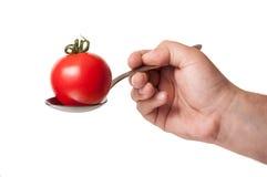 在铁匙子的完善的蕃茄 库存照片