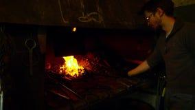 在铁匠的熔炉的火 股票录像