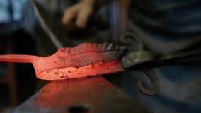 在铁砧的金属锻件 影视素材