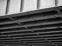 在铁路桥梁下 库存图片