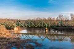 在铁路河的桥梁 免版税库存照片