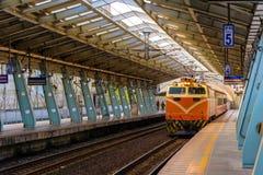 在铁路的火车在台湾 图库摄影