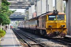 在铁路的火车在泰国 免版税库存照片