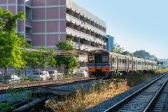 在铁路的火车 免版税库存图片