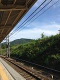 在铁路的等待时间 库存照片