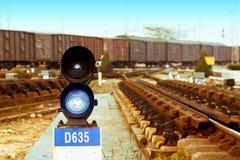 在铁路的红绿灯 库存图片