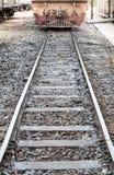 在铁路的老火车 免版税库存图片
