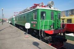在铁路的老电力机车VL22m在圣彼德堡 库存图片