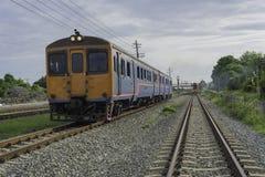 在铁路的柴油火车 免版税图库摄影