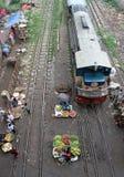 在铁路线的厨房市场 免版税库存图片
