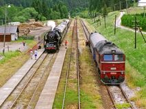 在铁路蒸汽和柴油火车的乡情 免版税库存照片