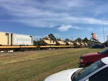 在铁路被运输的铁路的美国陆军坦克 图库摄影