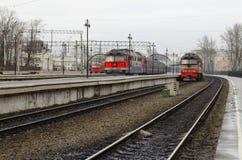 在铁路轨道的火车 库存照片