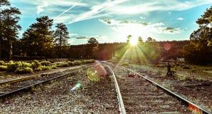 在铁路轨道附近的日落 免版税图库摄影