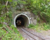在铁路隧道的火车在Lillafured 免版税库存图片