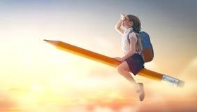 在铅笔的儿童飞行 免版税库存照片
