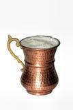 在铜杯子的健康混合物 免版税库存照片