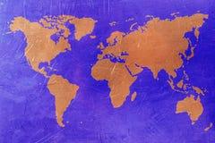 在铜背景的世界地图 蓝色和铜颜色 免版税库存照片