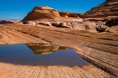 在银朱的峭壁亚利桑那的土狼小山 免版税图库摄影