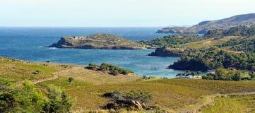 在银朱的海岸的全景在朗戈多克・鲁西荣 图库摄影
